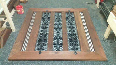 cedar & irondecorative accents